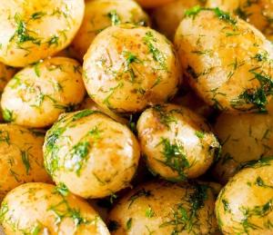 Задушени пресни картофи