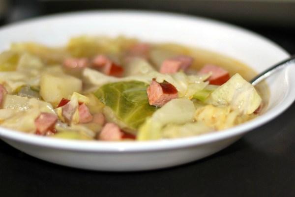Супа с кисело зеле и наденица